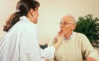 «Каша во рту» или бульбарная дизартрия: как справиться с нарушением речи?