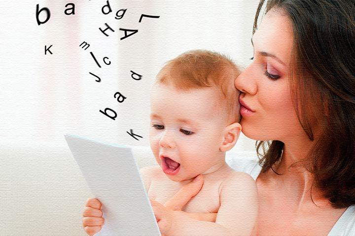 Ребенок говорит первые слова.