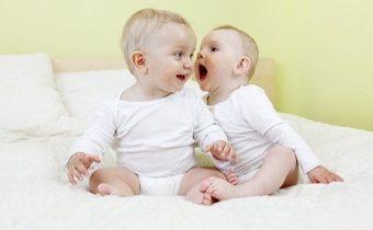 Как развивается речь малыша до года: норма и возможные нарушения, профилактика