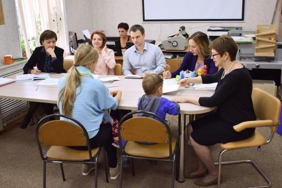 Обследование ребенка проходит в виде беседы и выполнения заданий