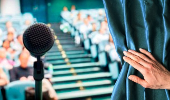 Боязнь публичных выступлений − очень распространенная проблема