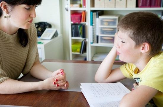 Помогать заикающемуся ребенку должна вся семья
