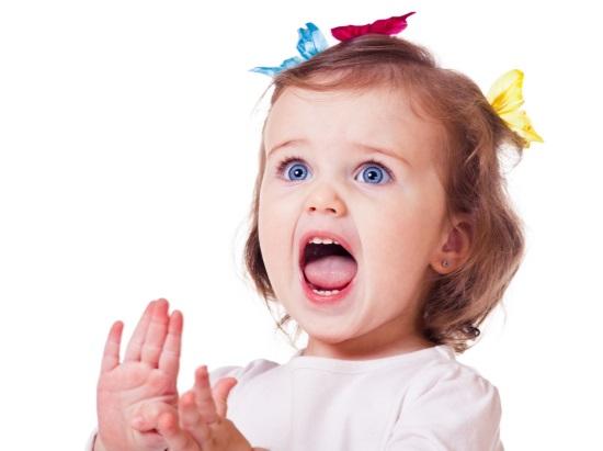 В 1 год ребенок произносит 5–10 простых слов