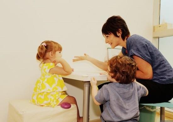 Логопед беседует с детьми