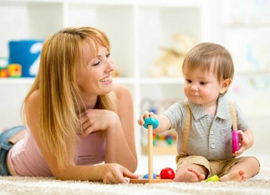 Совместная игра матери с ребенком